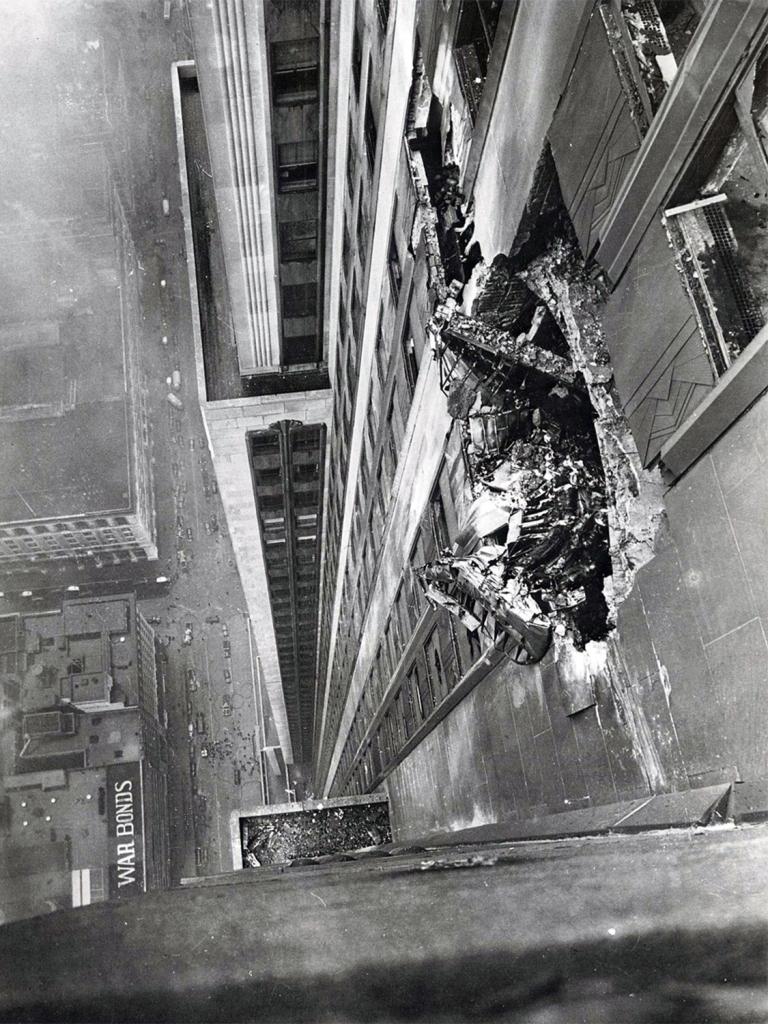 Bombardeiro atinge o Empire State Building em julho de 1945