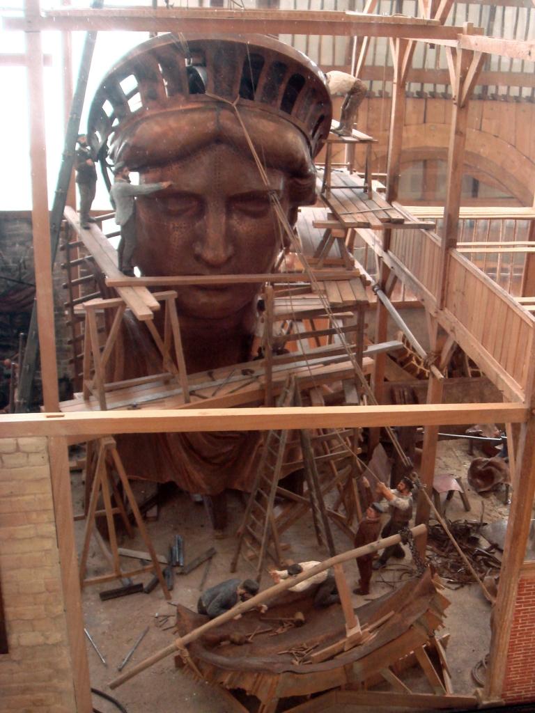 Construção da cabeça da Estátua da Liberdade em Paris, em 1880