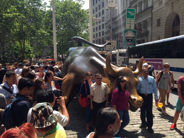 Charging Bull - Escultura em bronze criada por Arturo de Modica, em 1987