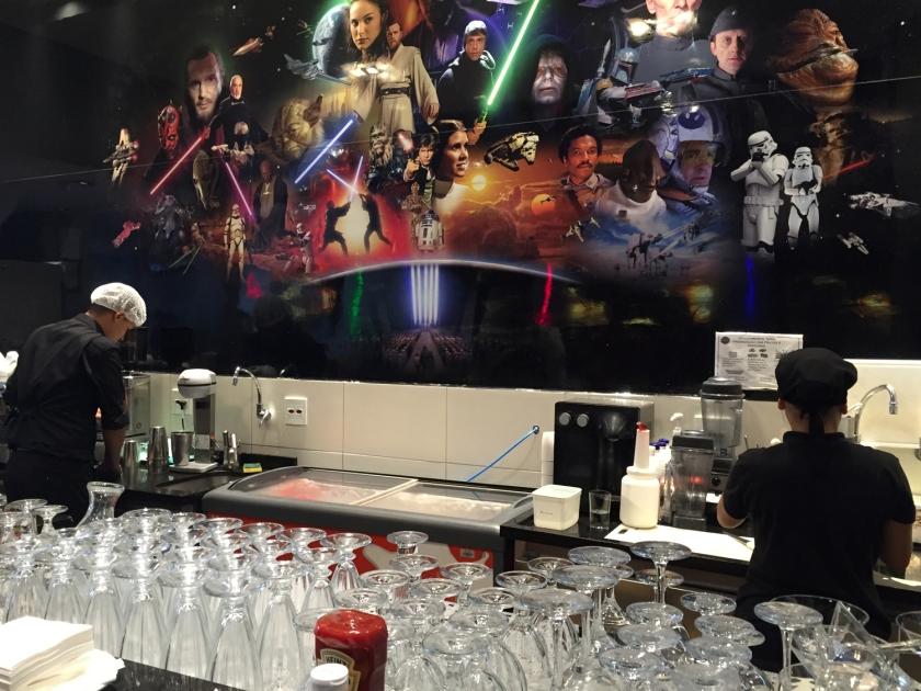 Balcão do Jedi's, onde você pode pedir alguma coisa para beber ou comer enquanto espera pela mesa