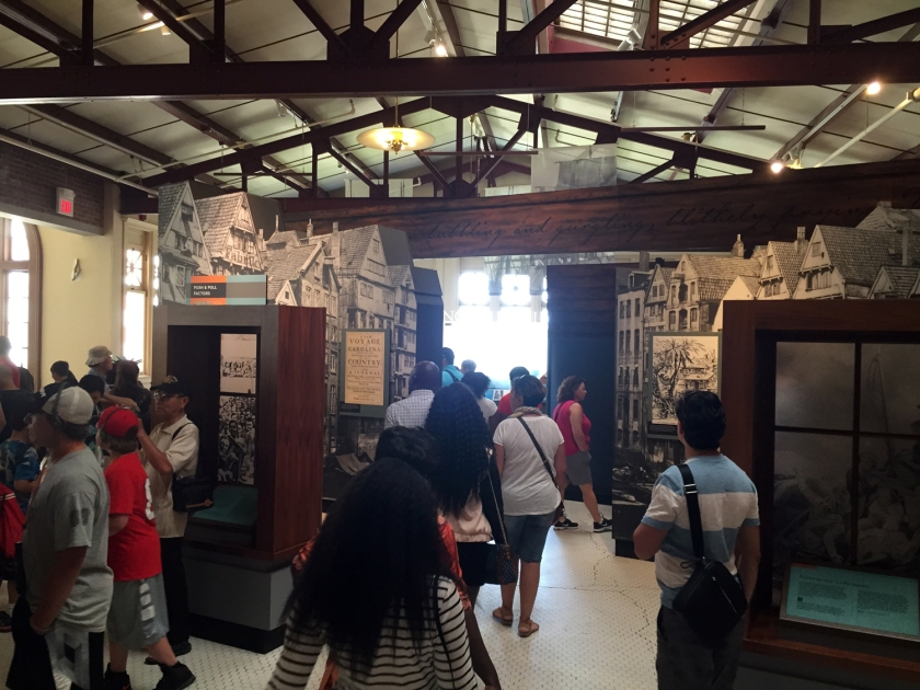 Exposição do Ellis Island National Museum o Immigration sobre o povoamento dos Estados Unidos