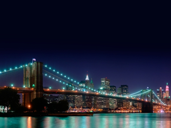 Brooklyn Bridge iluminada a noite