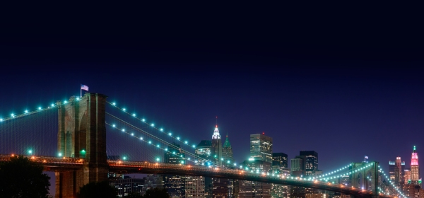 Brooklyn Bridge iluminada a noite