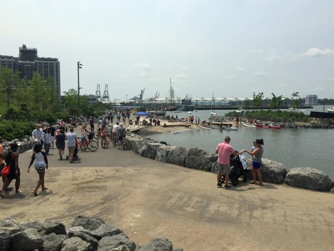 Espaço para caminhada no Brooklyn Bridge Park