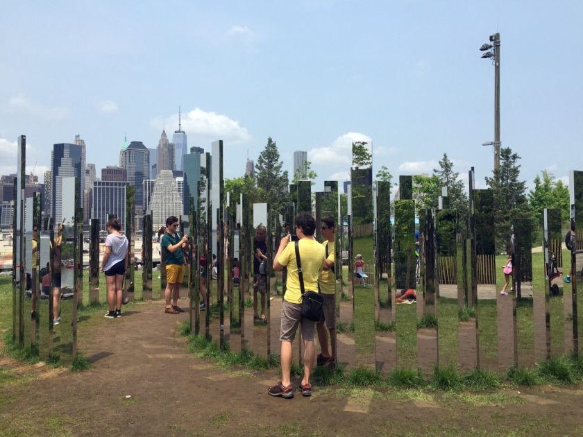 Labyrinth Mirrors, no Pier 3 do Brooklyn Bridge Park