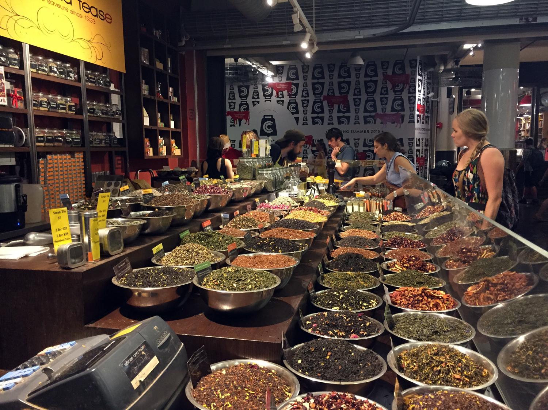 Temperos e chás vendidos à granel no Chelsea Market