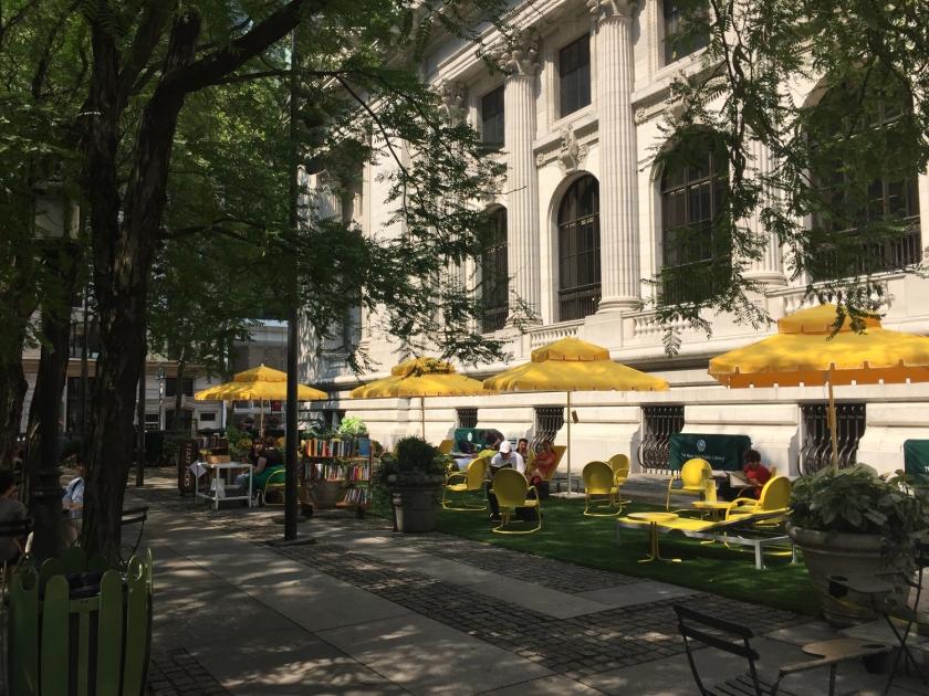Biblioteca aberta na Plaza