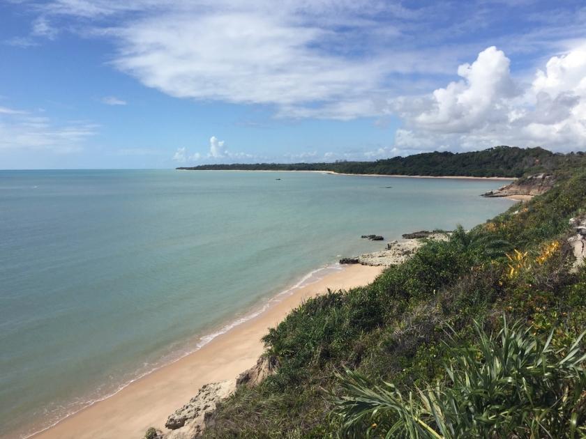 Vista de cima da falésia na praia do Moreira
