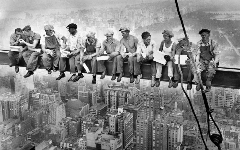 Lunch atop a skyscraper | Autoria desconhecida