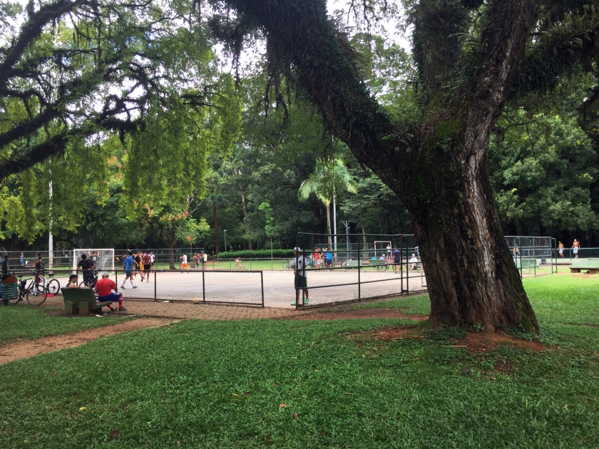 Uma das muitas quadras de esporte do parque
