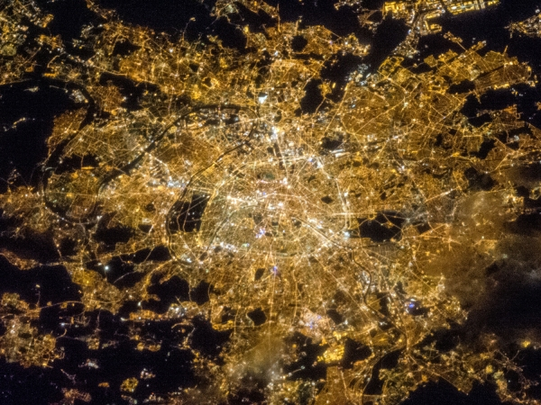 Foto da noite de Paris tirada por um satélite da NASA