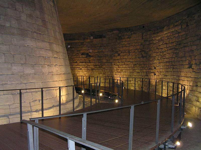 Parte da fortaleza medieval do Louvre | Foto: Pierre-Emmanuel Malissin e Frédéric Valdes