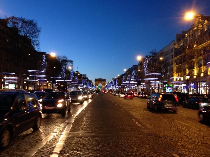 Avenue des Champs-Elysées à noite