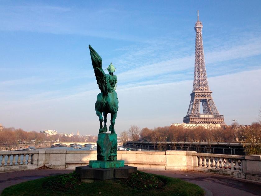 Torre Eiffel vista do mirante da ponte Bir-Hakeim