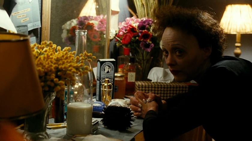 Maquiagem envelhece a atriz Marion Cotillard