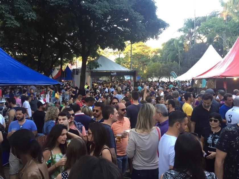 Público lota a Festa Francesa