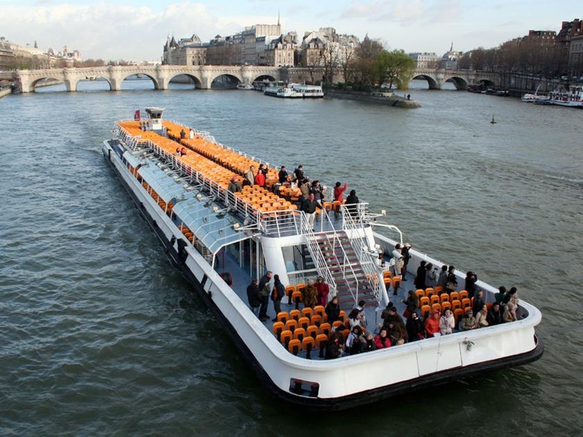 Bateaux-mouche no rio Sena | Foto: Jean-noël Lafargue
