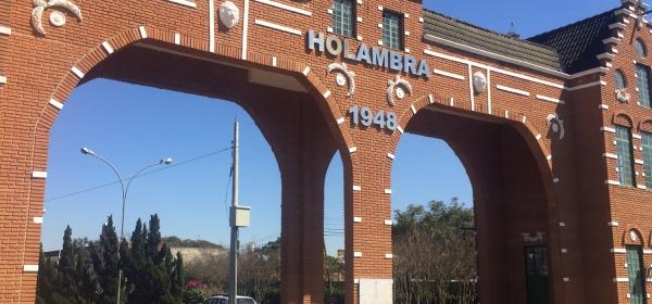 Portal na entrada da cidade