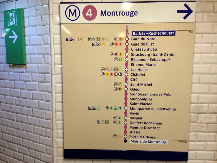 Placa com as estações da linha 4