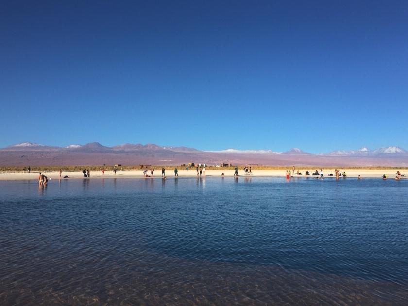 Banhistas na lagoa