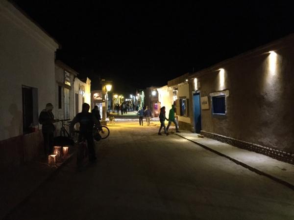 A noite no centro de San Pedro de Atacama
