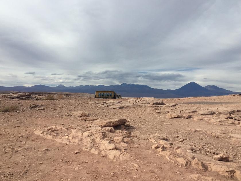 Ônibus turístico no Mirador de Kari