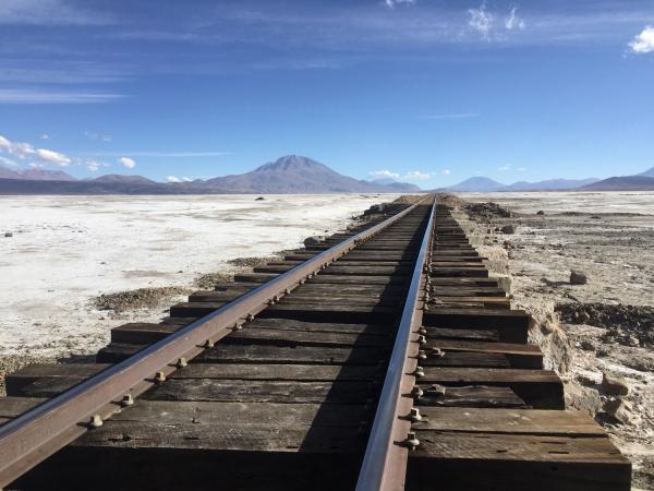 Ferrovia no Salar de Chiguana
