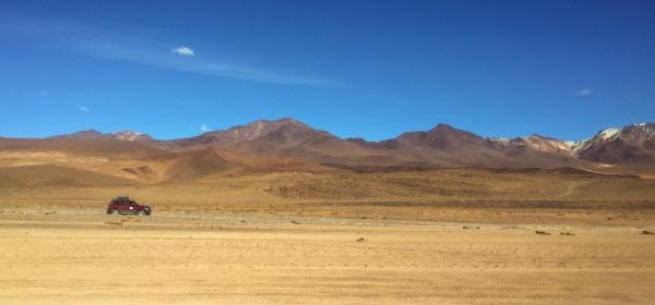 4x4 cruzando o deserto