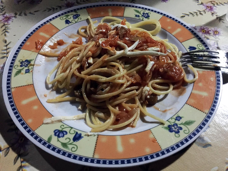 Macarrão com molho de tomate e queijo