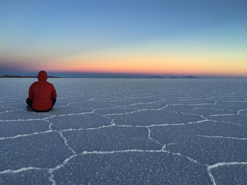 Vendo o nascer do sol no Salar de Uyuni