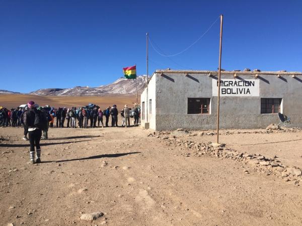 Fila para entrada na Bolívia