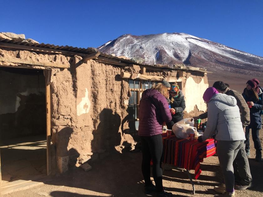 Café da manhã na imigração da Bolívia