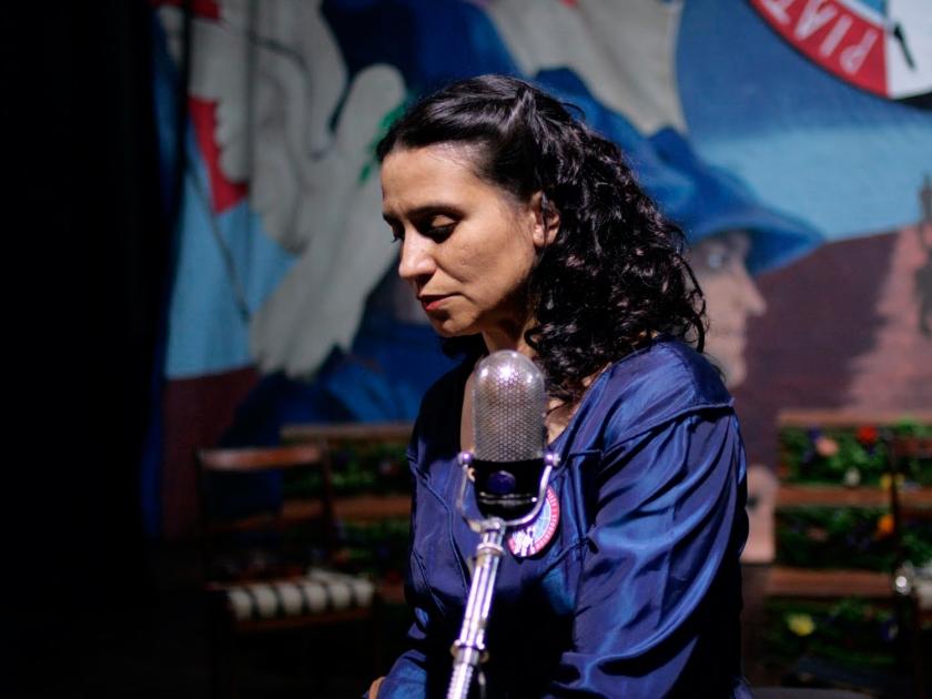 Francisca Gavilán como Violeta Parra