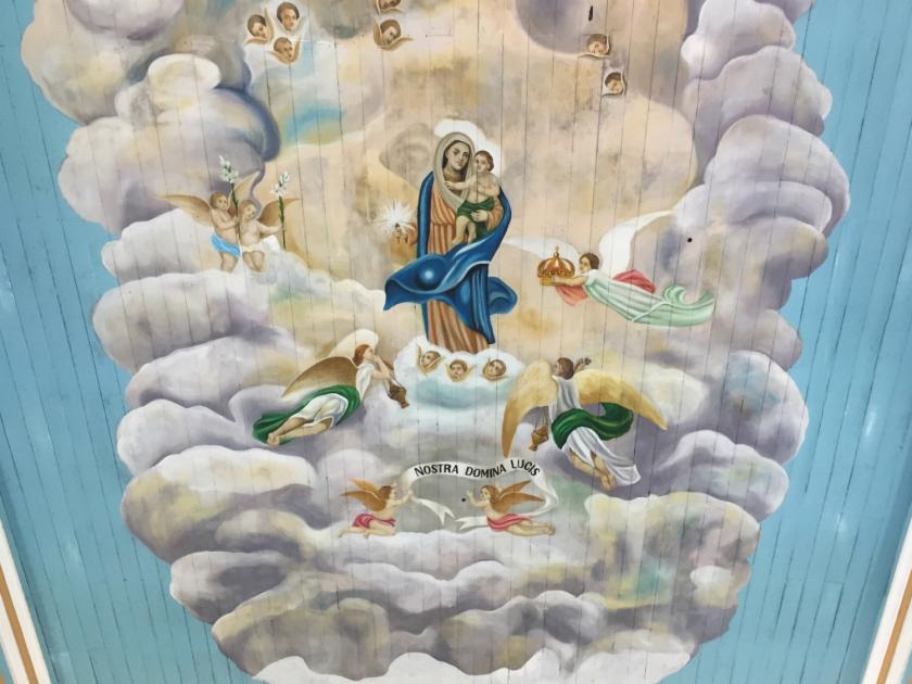 Imagem de Nossa Senhora da Luz no teto da igreja