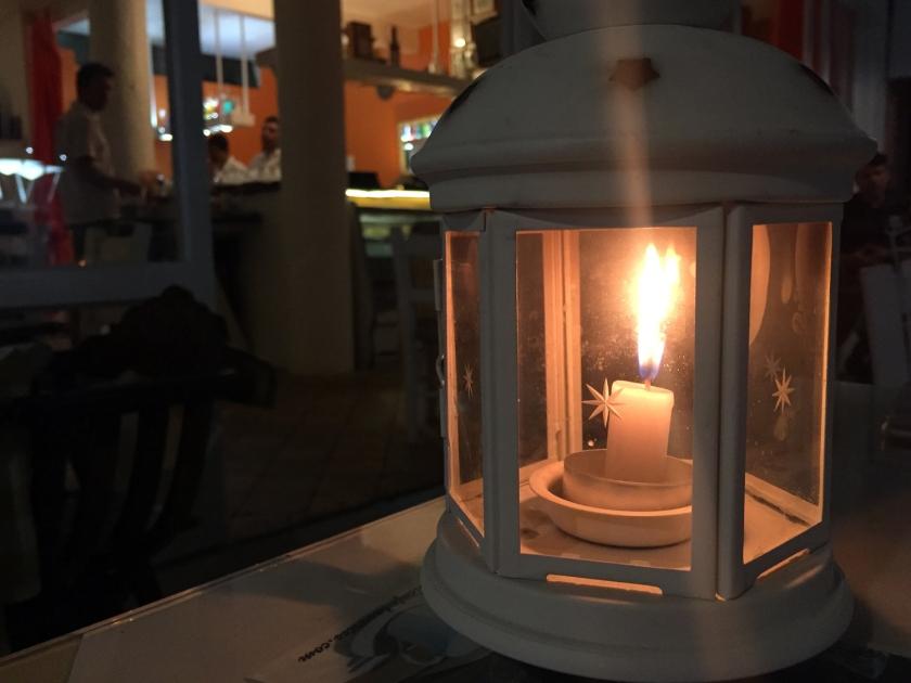 À luz de velas