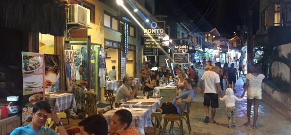 Rua da Prainha à noite