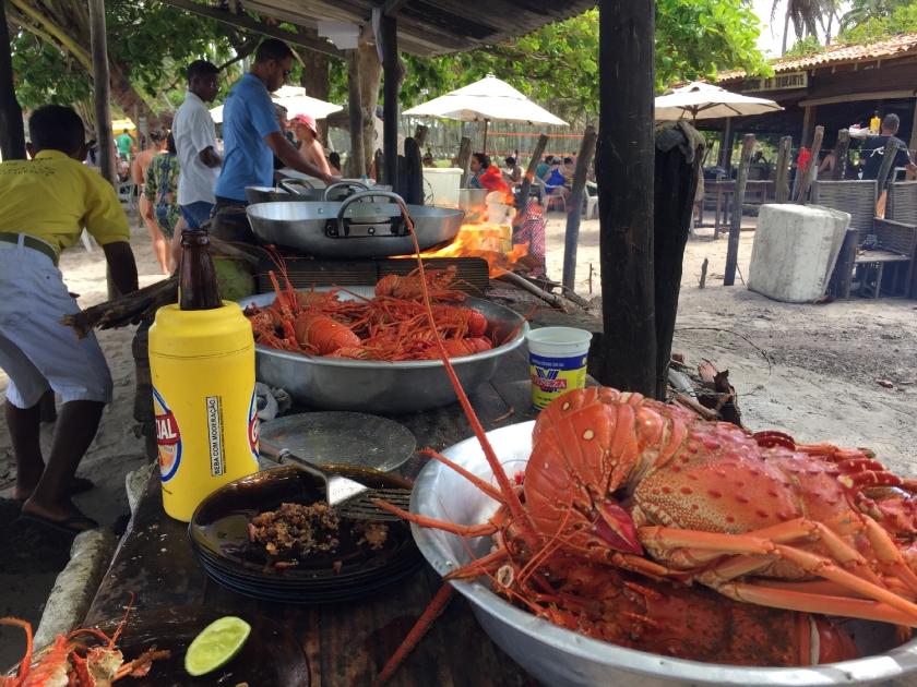 Cozinha aberta na praia do Guidos Restaurante