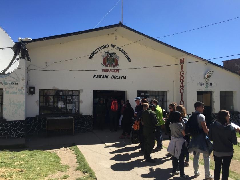 Controle migratório boliviano na fronteira com o Peru