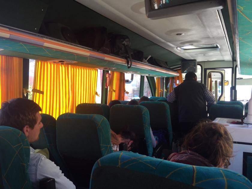 Ônibus que faz a viagem entre Copacabana e Puno