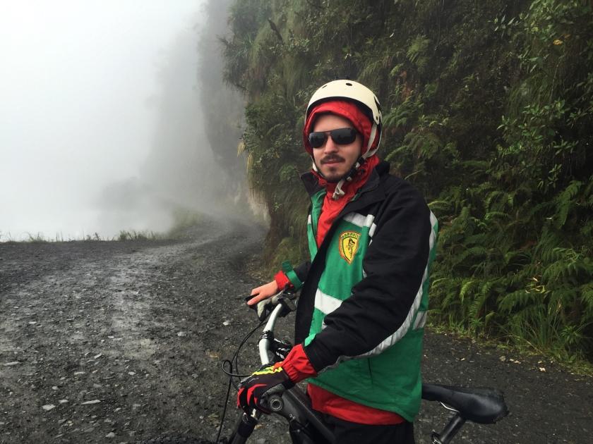 Descida de bicicleta pela antiga Estrada da Morte