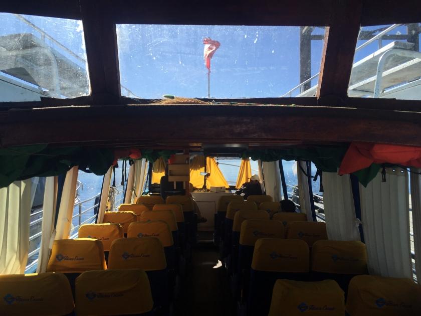 Barco que leva até as Ilhas Uros