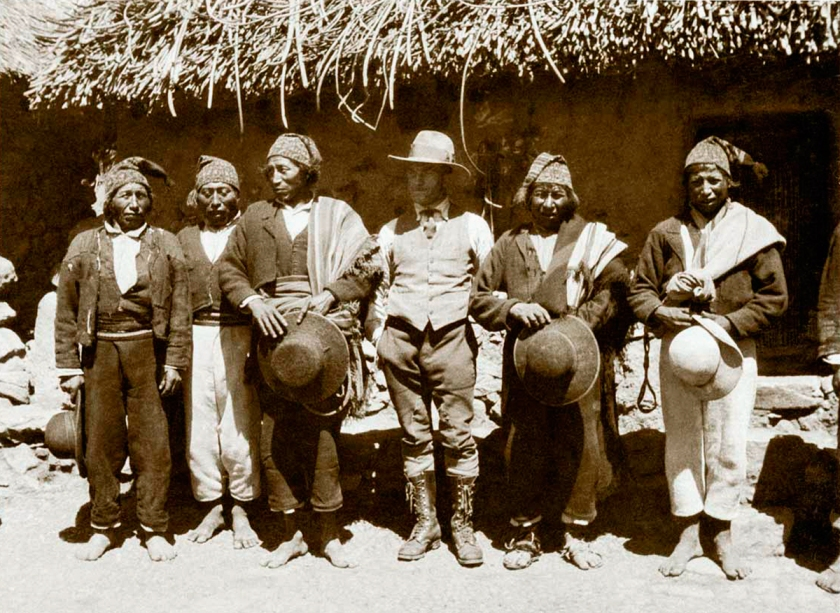 Carlos Dreyer em foto com indígenas