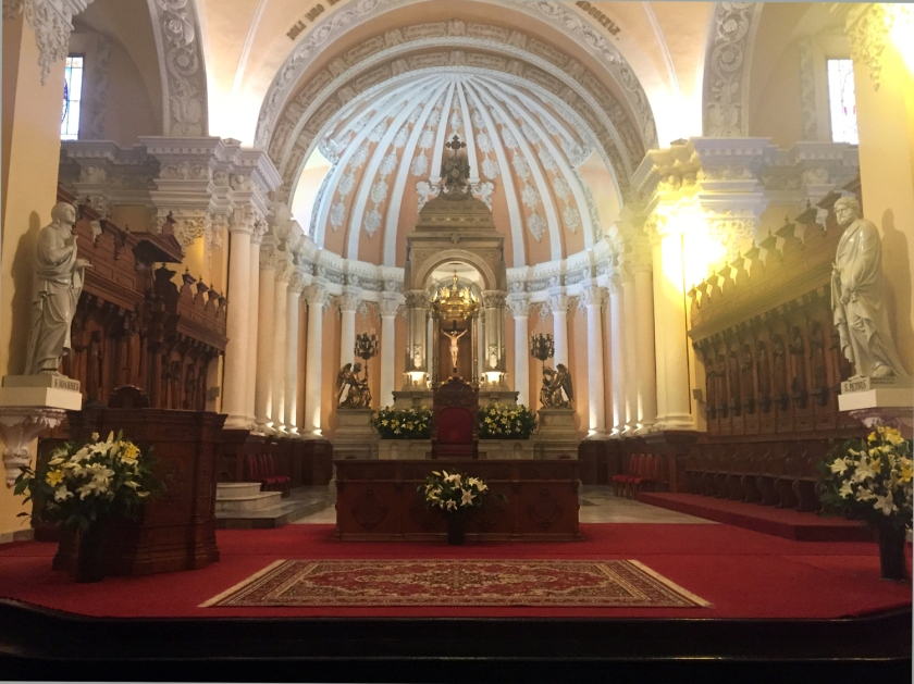 Altar principal da Catedral Basílica de Santa María