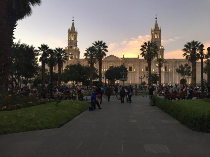 Catedral Basílica de Santa María ao amanhecer