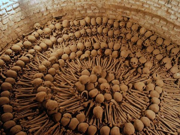 Catacumbas com piscina de ossos