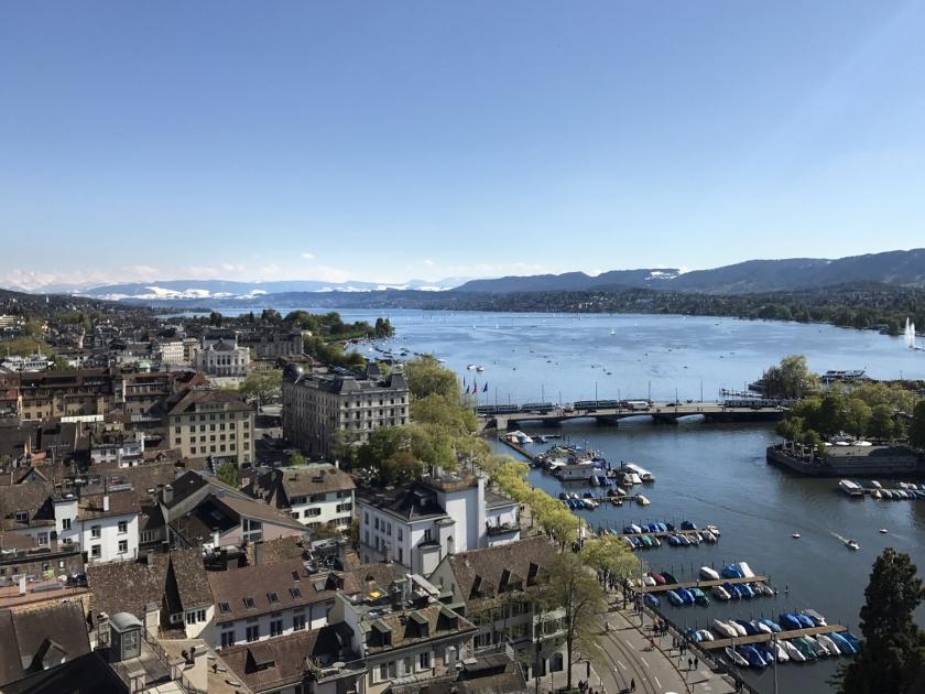 Lago Zürich visto da torre da igreja