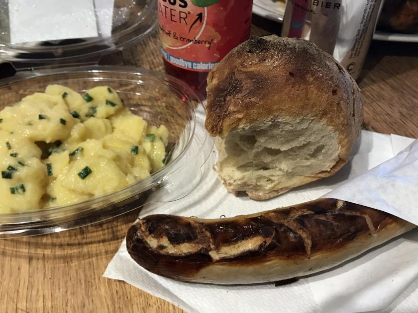 St. Galler Bratwurst mit Gold Bürli, Sternen Senf & Kartoffelsalat
