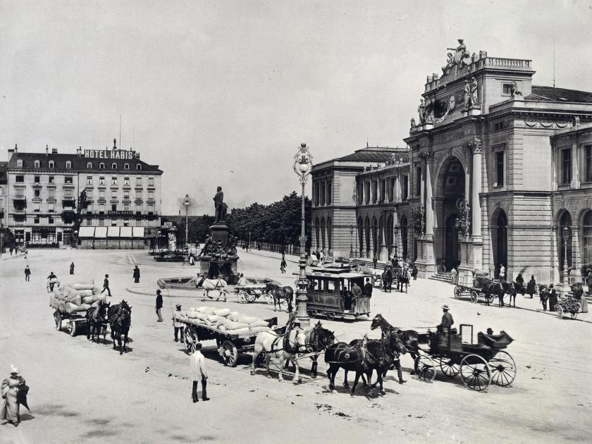 A praça Bahnhofplatz, em frente à estação Hauptbahnhof, em 1900