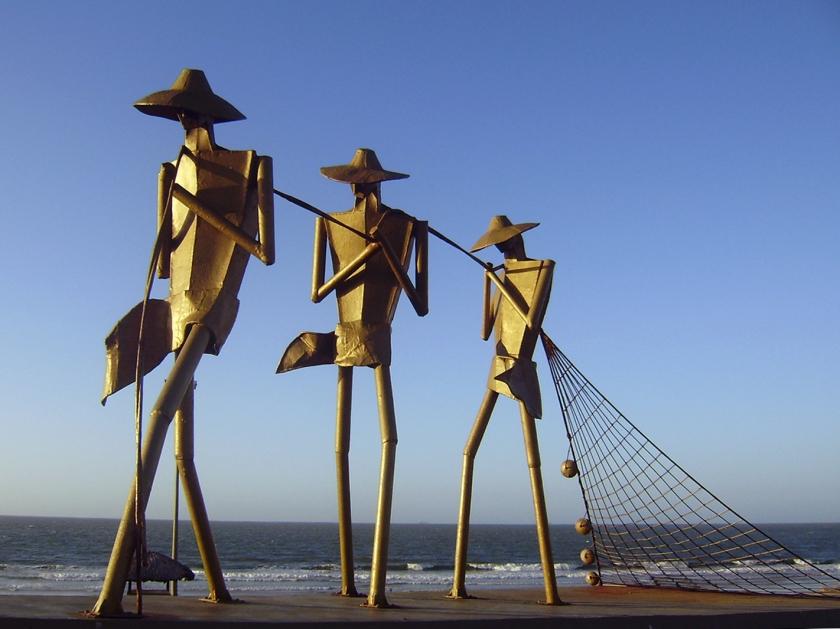 """Escultura """"Arrastão"""" na Praça do Pescador"""