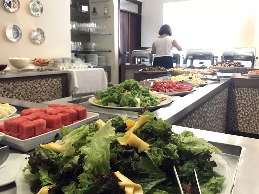 Muita opção de salada e entradas